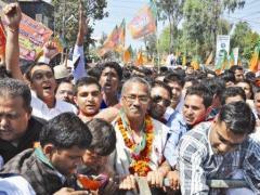 जांच आयोग की रिपोर्ट पर राज्य की विपक्षी पार्टी भाजपा विरोध जता रही है. फोटो: वीरेंद्र नेगी