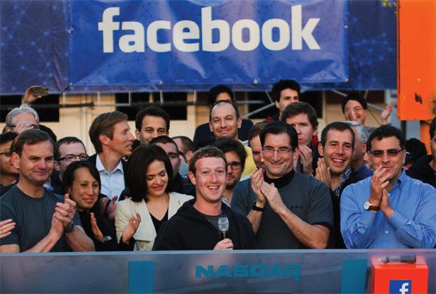 जन-धन फेसबुक के संस्थापक मार्क जुकरबर्ग न्यूयॉर्क स्टॉक एक्सचेंज में कंपनी का आईपीओ लॉन्च करते हुए