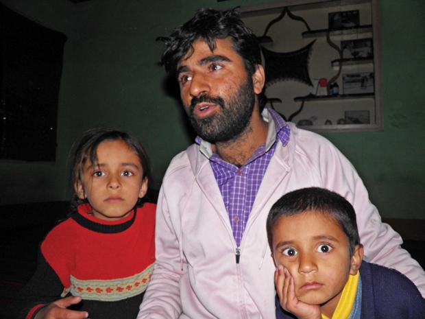 फारुख अहमद शाह कहते हैं कि लोग उन्हें पूर्व आतंकवादी होने की वजह से कोई काम नहीं देते.