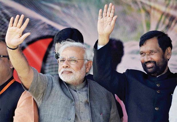 रणनीति पासवान (दायें) और उपेंद्र कुशवाहा को साथ करकेमोदीनीत भाजपा ने नीतीश की घेरेबंदी की है