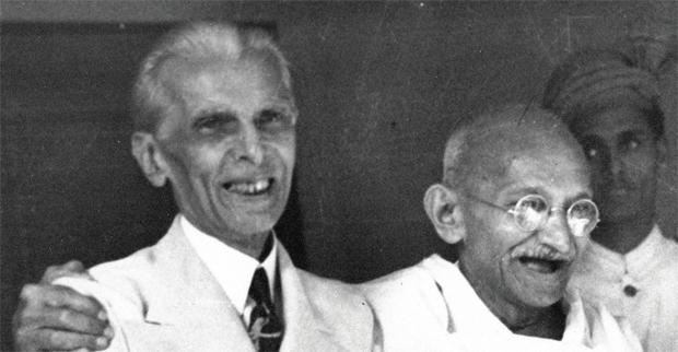 एक तसवीर, दो चेहरेभारत में पढ़ाई जाने वाली इततहास की तकताबों में गांधी नायक हैं और तजन्ना खलनायक जबतक पातकस्तान में उल्टा है