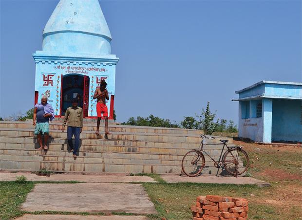 स्वर्णरेखा नदी के उद्गम स्थल के निकट स्थित एक शिव मंदिर को स्वर्णरेखा महादेव के रूप में स्थापित करने का प्रयास किया जा रहा है