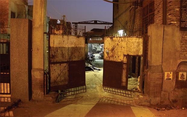 वजीरपुर इलाके में स्थित एक गरम रोला फैक्ट्री. फोटो: विकास कुमार