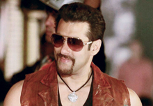 Salman-Khan-French-Cut-Wall