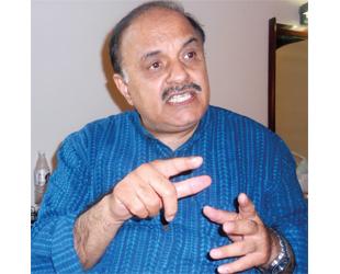 'हिंदी साहित्य आलोचकों के लिए रचा जा रहा है'