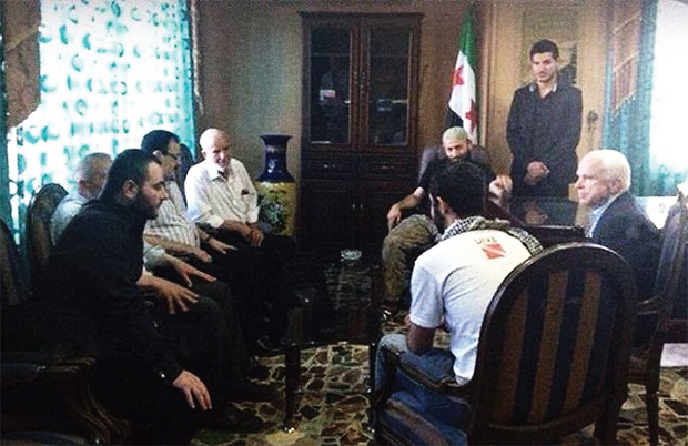 दोस्त हुआ दुश्मन: एक फाइल फोटो में अमेरिकी सीनेटि जॉन मैकेन (सबसे दाएं) के साथ बगदादी (सबसे बाएं)