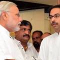 साथ-साथ? नरेंद्र मोदी के साथ शिवसेना के मुशिया उ व ठाकरे(बाएं)