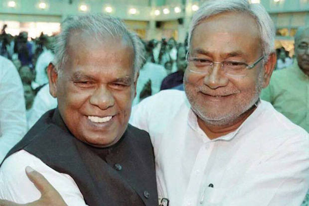 साथ-साथ! विरोधियों का आरोप है कि मांझी, नीतीश कुमार की छाया से बाहर निकलने की कोशिश में हैं