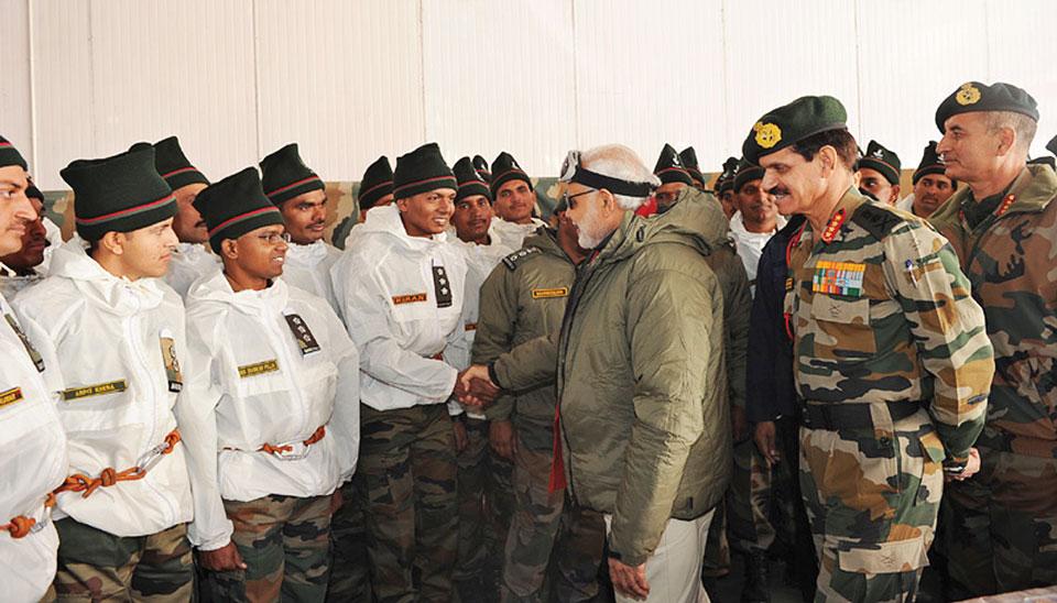 चतुर चाल दिवाली के मौके पर सियाचिन में सैनिकों के साथ मुलाकात करके प्रधानमंत्री ने एक नई शुरुआत की है