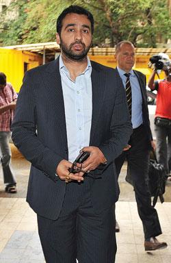 असल खिलाड़ी: मुदगल समिति की रिपोर्ट में राज कुंद्रा का नाम आने के बाद उनके भविष्य पर प्रश्नचिह्न लग गया है
