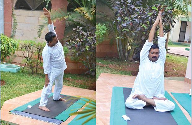 बंगलुरु में प्राकृतिक चिकित्सा करवा रहे अरविंद के कुनबे में घमासान मची है.