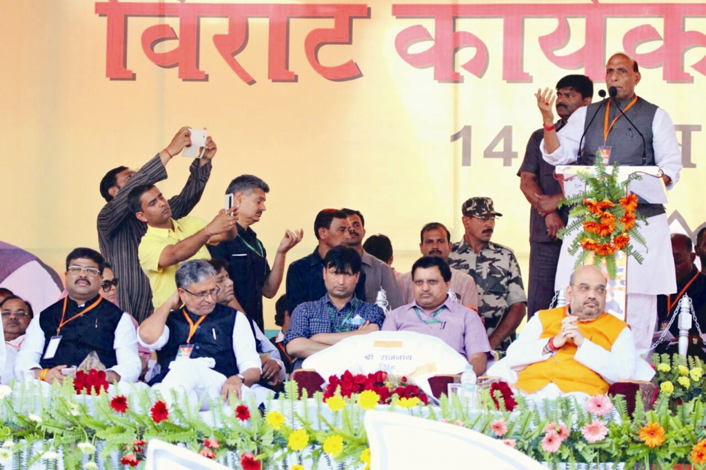 bjp_national_president_shri_amit_shah_and_minister_of_home_affairs_shri_rajnath_singh_addressing_virat_karyakarta_samagam_at_gandhi_maidan_patna_bihar_on_april_14_2015_201504 (1)