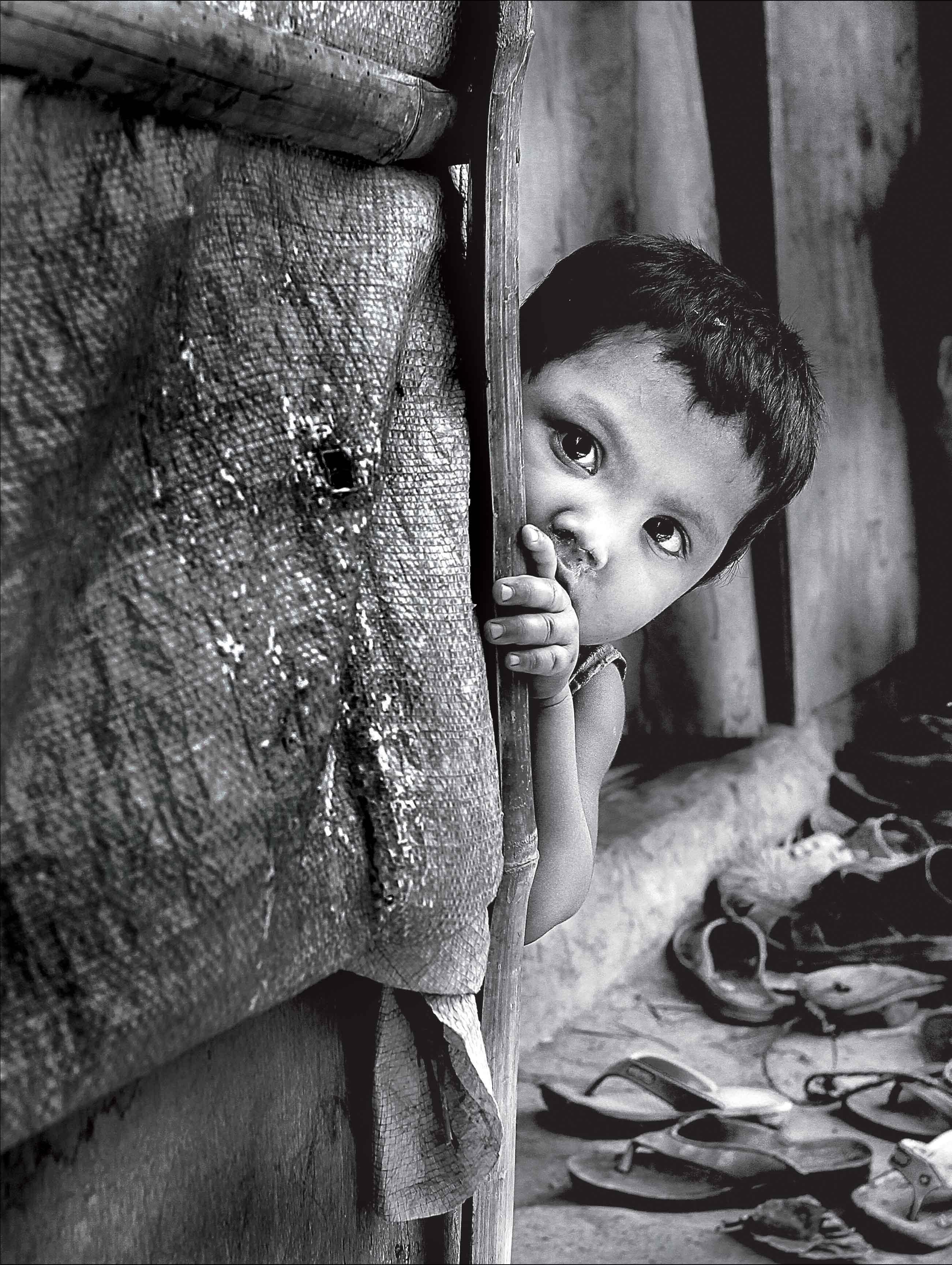चित्र कथा : बे-वतन बच्चे
