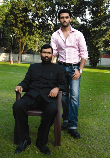 Chirag and Ramvilas Paswan by Vijay Pandey web