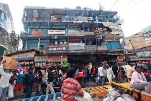 दिल्ली के सदर बाजार स्थित बेलीराम मार्केट में लगभग 200 दुकानें हैं. इन सभी को लेकर शत्रु संपति का विवाद है