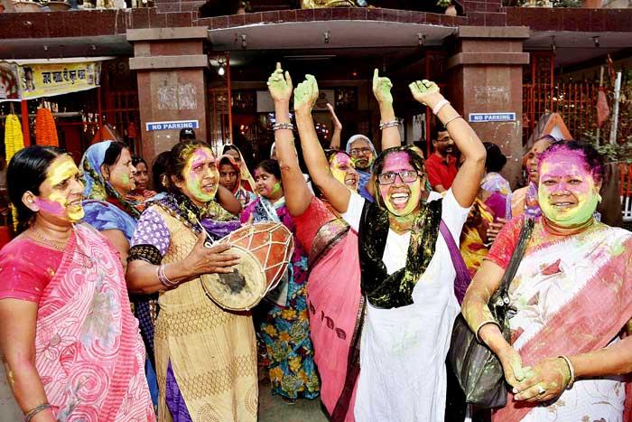 शराबबंदी के लिए बिहार में महिलाओं ने एक लंबा आंदोलन चलाया था. शराबबंदी का फैसला आने के बाद बाद महिला संगठनों ने खुशी जताई  है.