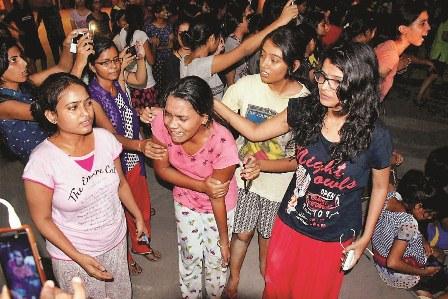 काशी हिंदू विश्वविद्यालय: गुंडों पर नहीं, छात्राओं पर लगती है रोक