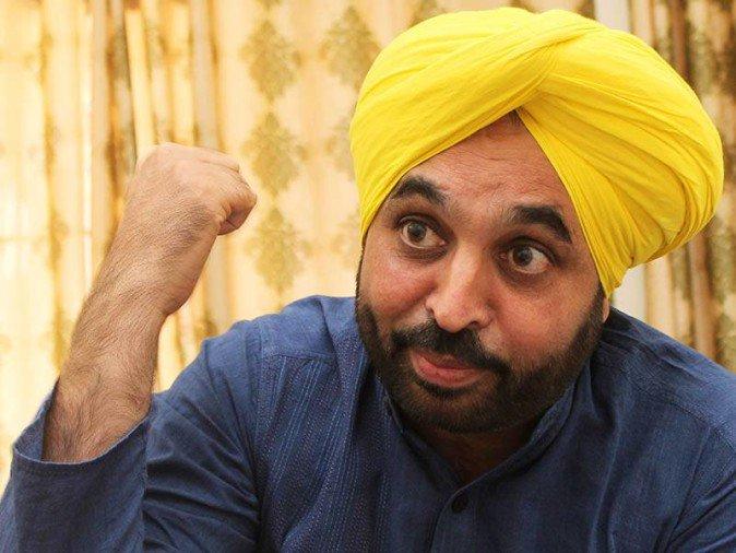 केजरीवाल की माफी, मान का इस्तीफा: विधायक कर रहे बैठक, टूट सकती है पंजाब में पार्टी
