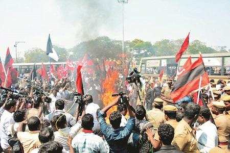 विधानसभा चुनावी नतीजों के आते ही त्रिपुरा में व्यापक हिंसा, माकपा चुनाव से हटी