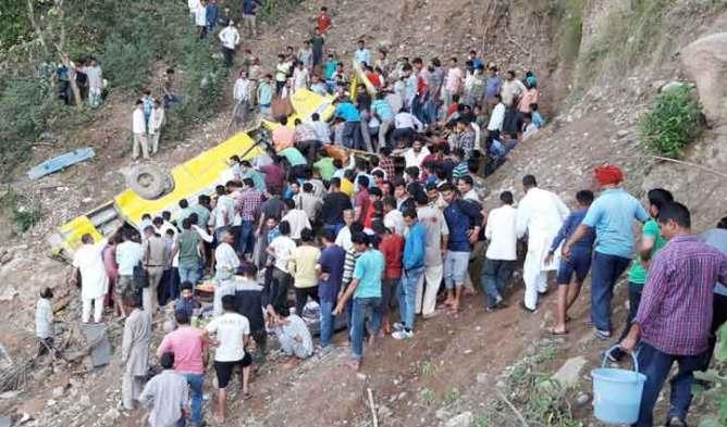 हिमाचल हादसे में २६ स्कूल बच्चों सहित २९ की मौत